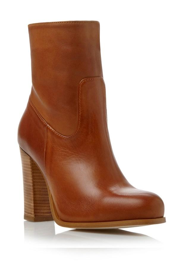 boots30_glamour_23oct13_pr_b_592x888