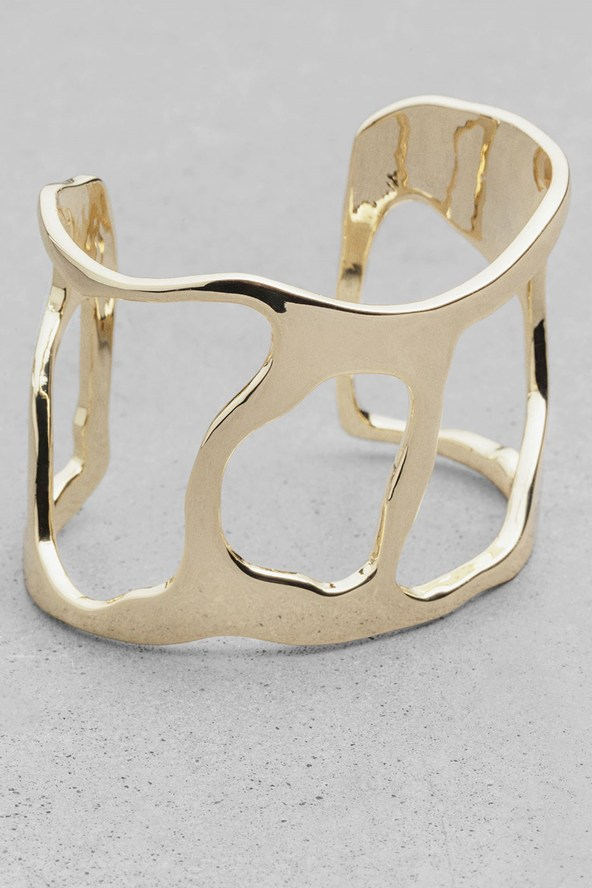 Cutout-bracelet_glamour_24oct14_PR_b_592x888