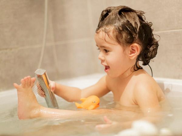 kid_bath_clean